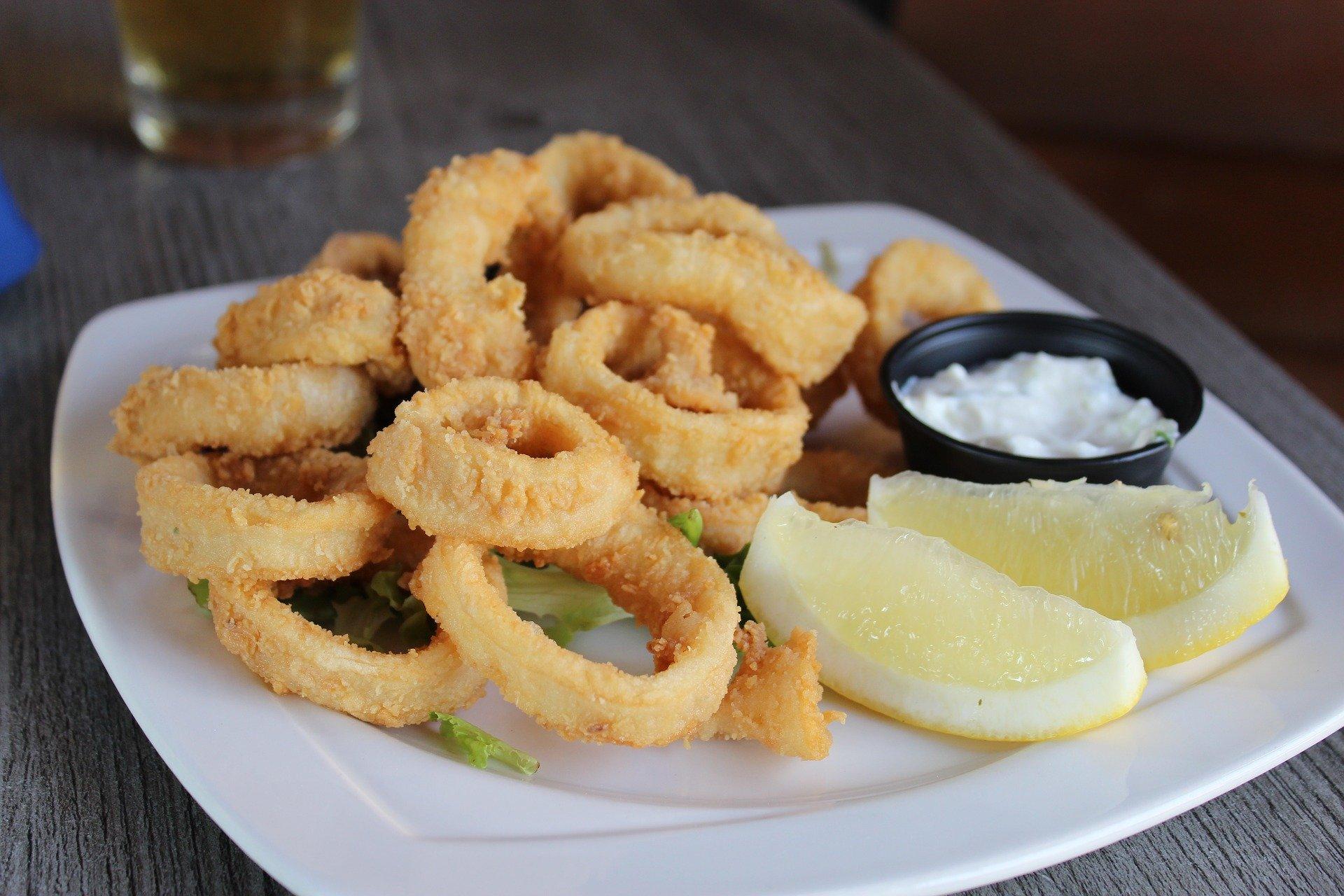 Gefrituurde Calamares met aioli – tapas