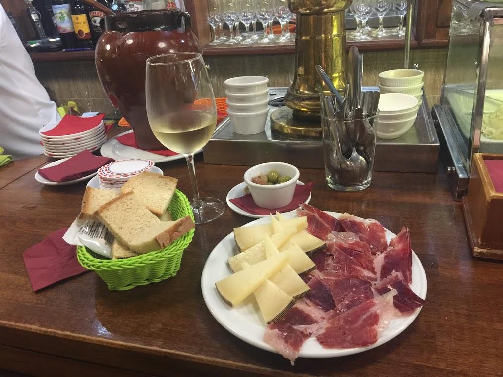 Tapa – Puntjes gemarineerde  Manchego kaas